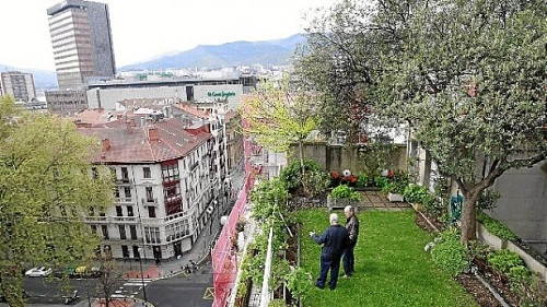 La casa parte de los jardines de albia bilbao vuelos for Jardines de bilbao